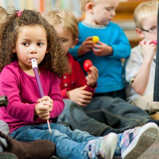 éveil musical 3 5 ans apprentissage de la musique stages de musique enfants vacances scolaires instruments cours de piano guitare batterie cours en ligne cours à distance musicalille musicadistance