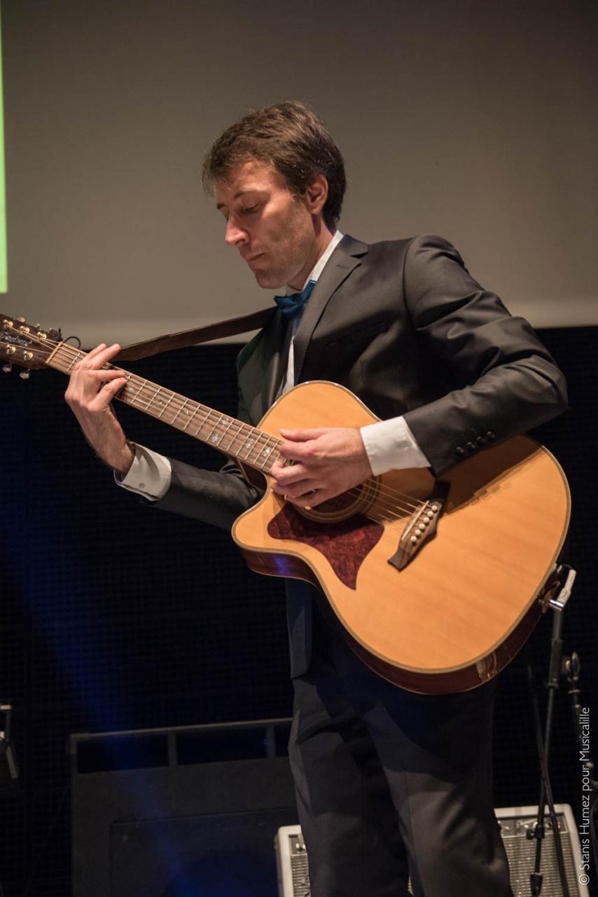 Professeur de guitare Franck Deroy professeur de ukulélé musicalille musicadistance musique à distance école de musique